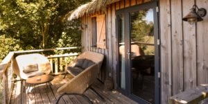 Hébergement insolite Pays de la Loire_Dormir dans un zoo_terrasse-foret sauvage